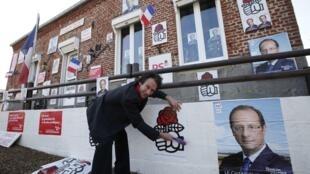 Cartazes de campanha podem ser colocados nos comitês dos candidatos, como neste do socialista François Hollande.