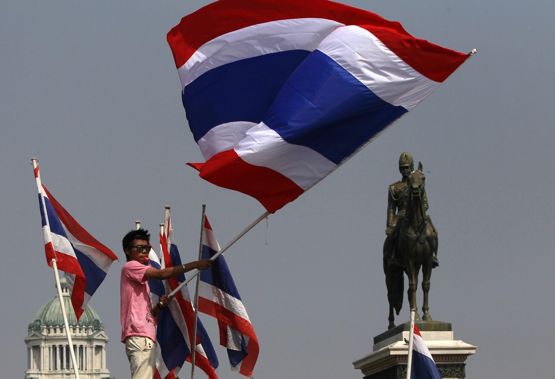 Des manifestants antigouvernementaux à Bangkok, le 9 décembre 213