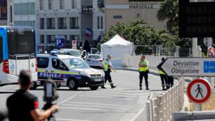 21 августа в Марселе фургон въехал в две автобусные остановки.