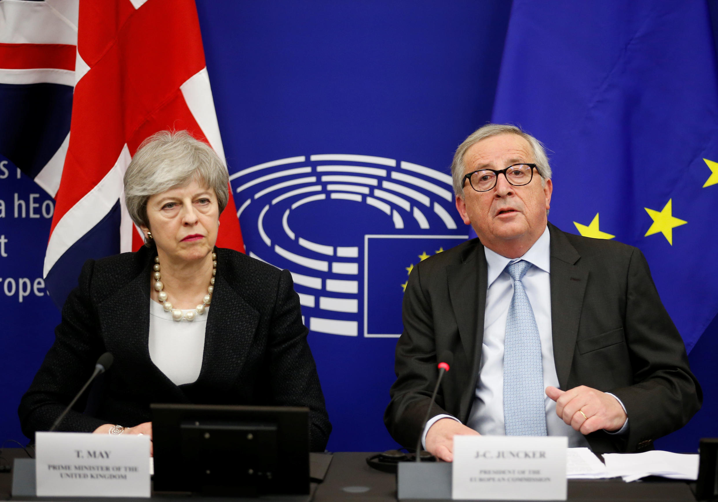 Theresa May and Jean-Claude Juncker present their new Brexit plan on March 11, 2019.