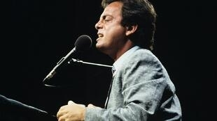 1982 : tập nhạc 52nd Street của Billy Joel  là cuộn CD đầu tiên phát hành trong lịch sử âm nhạc (DR)