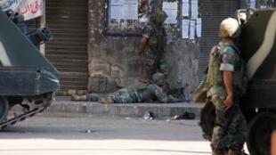 Samedi, l'armée avait délogé du centre historique de Tripoli des hommes armés libanais sunnites soupçonnés d'avoir fait allégeance à al-Nosra, au terme  de violents combats.