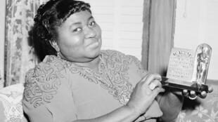 Les archives du jour sont consacrées, entre autres, à Hattie McDaniel qui devient la première actrice noire à obtenir un Oscar, pour sa participation au film Autant en emporte le vent, le 29 février 1940.