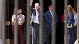 El presidente de Perú, Pedro Pablo Kuczynski, deja el palacio de gobierno luego de presentar su renuncia al Congreso en Lima, Perú, el 21 de marzo de 2018.