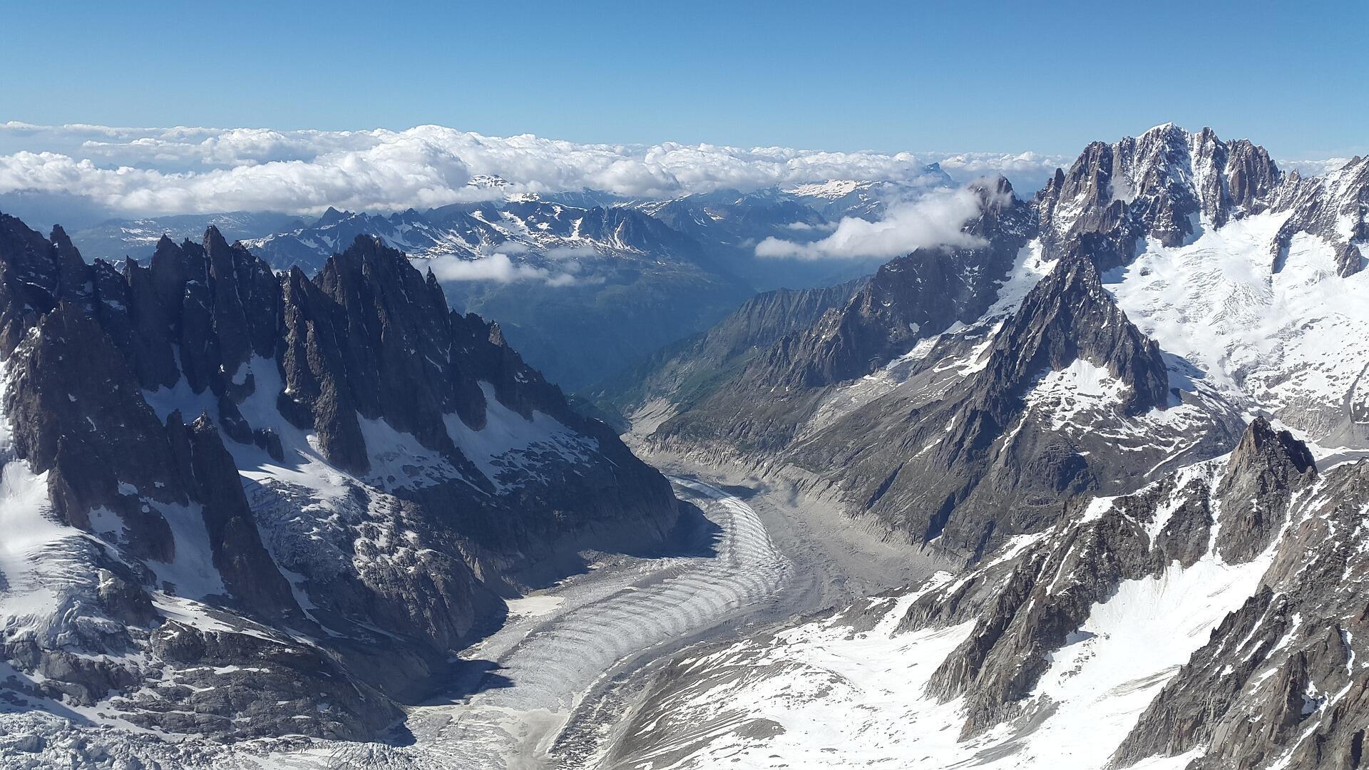 Ледник Мер-де-Гляс (массив Монблана), самый большой в Европе, может полностью исчезнуть к концу XXI века.