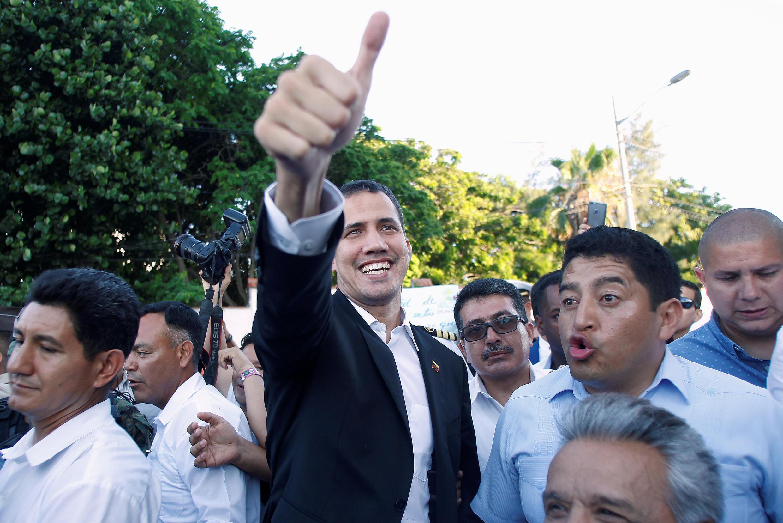 Lãnh đạo đối lập Juan Guaido (G) trong chặng dừng chân tại Ecuador, ngày 2/3/2019.