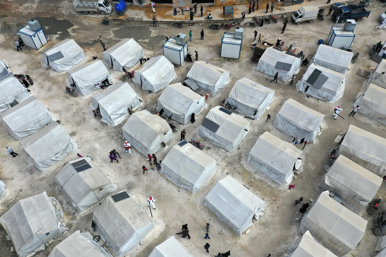 Campagne de désinfection dans un camp de réfugiés à Idleb, en Syrie, vue depuis un drone, le 9 avril 2020.