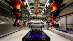 Robot sur une chaîne de montage d'Audi A8, à Neckarsulm, en Allemagne.