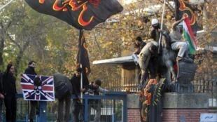 Ataque à embaixada britânica no Irã, nesta terça-feira, 29 ed novembro de 2011.