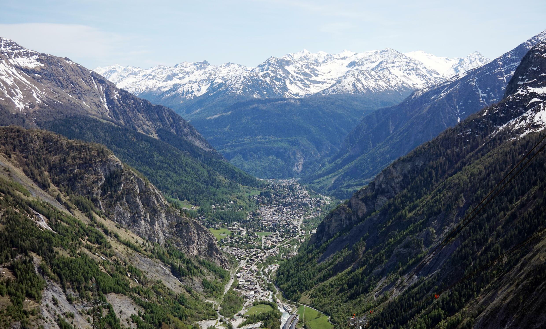 从勃朗山脉俯瞰库马约尔