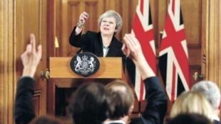 """В четверг на Даунинг-стрит британский премьер Тереза Мэй призвала объединиться и поддержать ее план """"Брексита"""". Le Figaro б выпуск 16/11/2018"""
