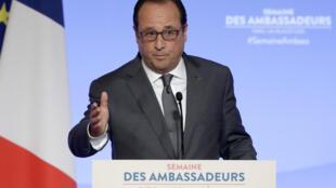 Devant les diplomates et les ambassadeurs, le président français est revenu sur les dangers de Boko Haram et sur la crise migratoire.