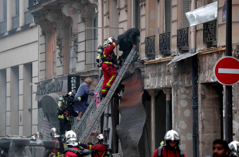 بر اثر انفجار شدید ناشی از نشت گاز در یک نانوایی در منطقه نهم پاریس که صبح روز شنبه دوازدهم ژانویه روی داد، دو آتشنشان کشته و بیش از چهل نفر دیگر زخمی شدند.