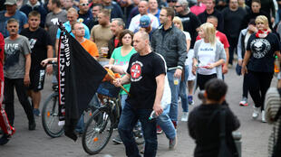 Manifestantes da extrema-direita protestam em Koethen, leste da Alemanha, em 9 de setembro de 2018.