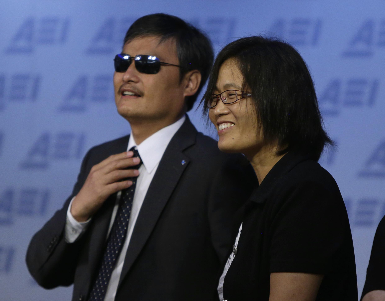Chen Guangcheng et sa femme Yuan Weijing, à Washington, le 3 juin 2014.