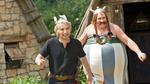 Edouard Baer (L) and Gérard Depardieu in the film Astérix and Obélix on Her Majesty's Service