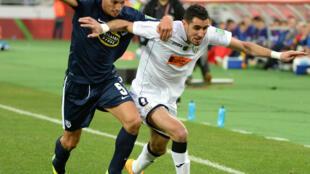 Ahmed Gasmi, en blanc, et les Algériens de l'ES Sétif n'ont pas réussi à dominer Auckland en quart de finale du Mondial des clubs samedi 13 décembre 2014.