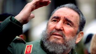 Morreu o revolucionário marxista cubano Fidel Castro, aqui na foto, em Paris, a 15 de março de 1995.