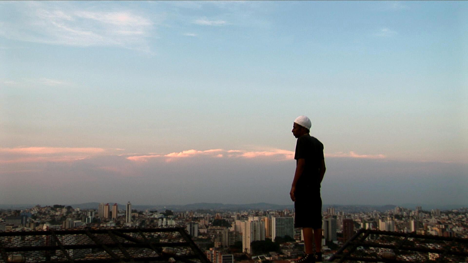 Cena do filme 'O céu sobre os ombros', de Sérgio Borges