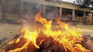 Một điểm bỏ phiếu tại Bogra bị tấn công trong ngày bầu cử 5 /1/2014.