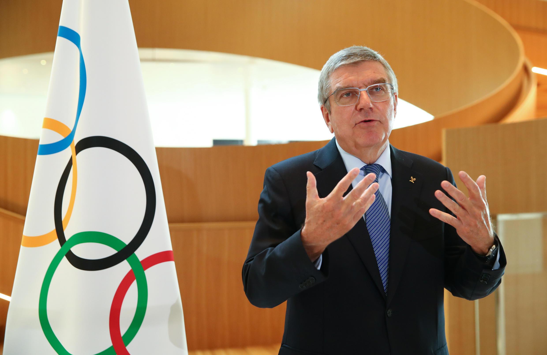 Le président de Comité International Olympique, l'Allemand Thomas Bach, lors d'un entretien après l'annonce de la décision historique de suspendre les Jeux olympiques de Tokyo, le 25 mars 2020 au siège du CIO à Lausanne