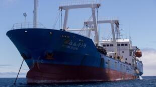 Le 14 août 2017, l'Equateur avait déjà confisqué ce bateau de pêche chinois dans la réserve marine des Galapagos, avec à son bord 300 tonnes de poisson, dont certaines espèces en voie de disparition comme le requin-marteau.