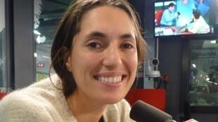 Karen Paulina Biswell en los estudios de RFI