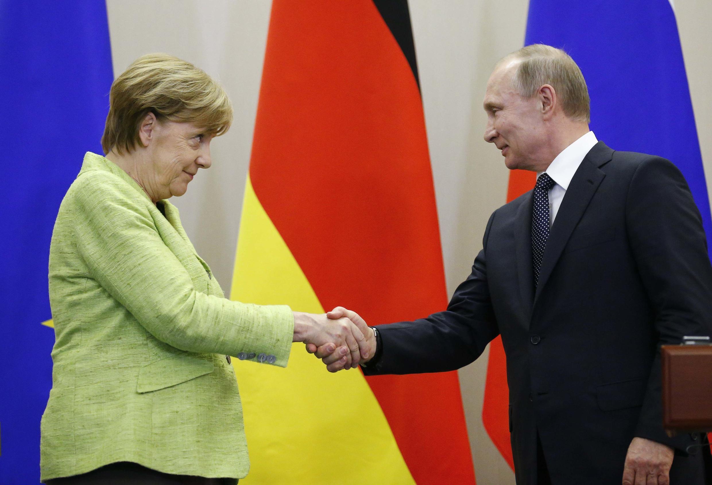 Angela Merkel et Vladimir Poutine après leur rencontre à Sotchi en mai 2017.
