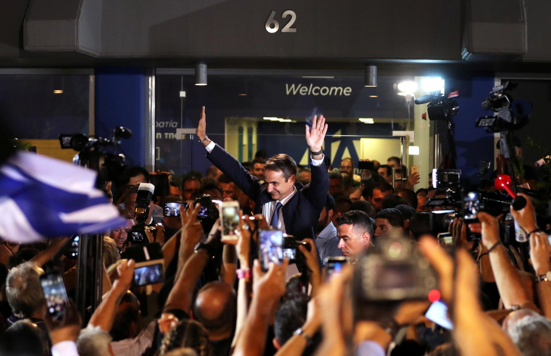 Os gregos festejaram até altas horas da noite a larga vitória do partido conservador Nova Democracia nas eleições legislativas desse domingo. Kyriakos Mitsotakis, novo primeiro-ministro do país, venceu com 39,7% dos votos.