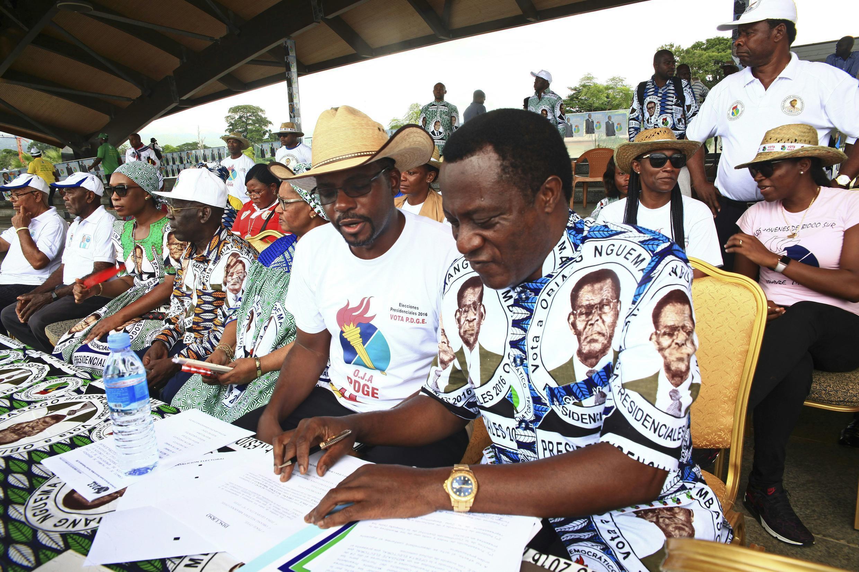 Rais Teodoro Obiang Nguema na wafuasi wake katika siku ya mwisho ya kampeni ya uchaguzi wa urais, Malabo, Aprili 22, 2016.