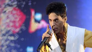 Prince, durante show no Stade de France, em Paris, em junho de 2011.