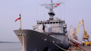 Ảnh minh họa: Chiến hạm hải quân Pháp Vendemiaire ghé thăm cảng Hải Phòng ngày 25/04/2011