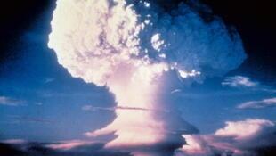 Selon un expert de l'Inserm, il y aurait un « lien vraisemblable» entre les cancers de certains militaires  exposés aux retombées radioactives durant les essais nucléaires français en Algérie et en Polynésie.