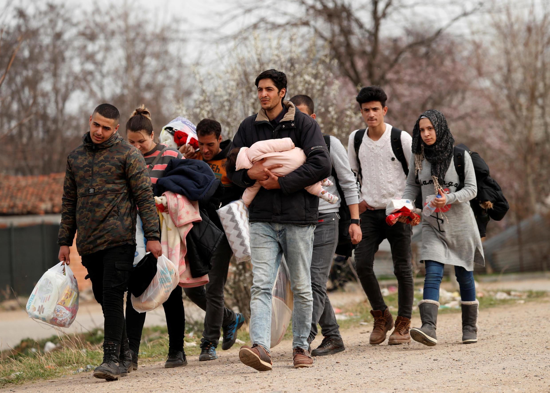 پناه جویان ایرانی و سوری در ترکیه بسوی گذرگاه مرزی میان این کشور و یونان در حرکتند - ٩ مارس ٢٠٢٠