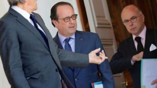Tổng thống Pháp F. Hollande (G) sau cuộc họp Hội đồng bộ trưởng tại điện Elysée ngày 16/07/2016
