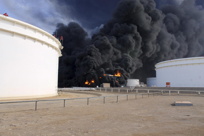 L'incendie du terminal d'al-Sedra le 26 décembre. Désormais ce sont 5 terminaux qui sont en feu.