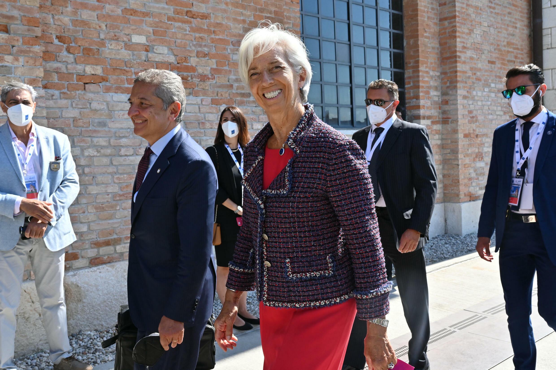 Christine Lagarde, presidenta del BCE, llega sonriente a la reunión de los ministros de Finanzas y banqueros del G20, el 9 de julio de 2021 en la ciudad italiana de Venecia