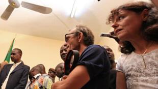 Claude Verlon (G) et Ghislaine Dupont à Kidal au Mali, en juillet 2013. Photo de Fabien Gosset (Radio France)