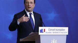 """El presidente francés François Hollande habló de """"sanciones individuales"""" a 33 personalidades."""