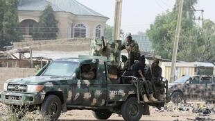 Des soldats nigérians près de Maiduguri, le 16 février 2019.