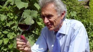 Georges Duboeuf, Beaujolais wine merchant, in his vineyard in Romanèche-Thorens,12 Juillet 2002.
