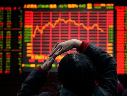 Une salle de marchés à Pékin. Les exportations se sont effondrées de plus de 8% en un an.