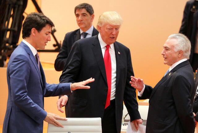 O primeiro-ministro do Canadá, Justin Trudeau (à esquerda), o americano Donald Trump (centro) e presidente Michel Temer conversam na cúpula do G20 neste sábado (8) em Hamburgo, na Alemanha.