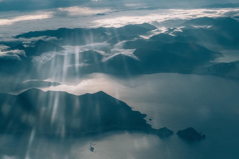 Горы у Тихоокеанского побережья Камчатки.
