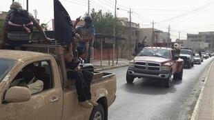 Les membres de l'EIIL, jeudi 12 juin 2014 à Mossoul.