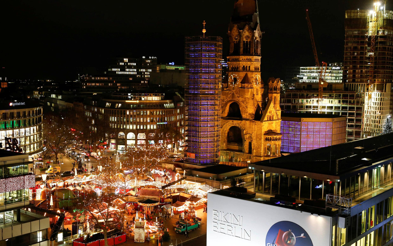 """Mercado de Natal de Berlim. Um dos milhares de """"Chriskindlmarket"""" no país."""