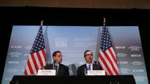 Steven Mnuchin, ministro das Finanças americano (à direita) justificou em Whistler, no Canadá,a posição dos  Estados Unidos no que toca às importações de aço e alumínio. Whistler.02 de Junho de 2018