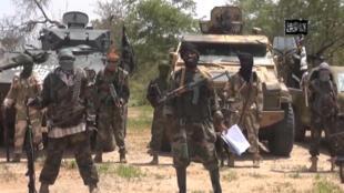 Capture d'écran d'une vidéo du groupe islamiste nigérian le 13 avril 2014 qui montre le leader de Boko Haram, Abubakar Shekau.
