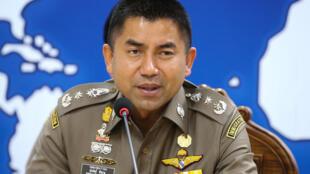 Le chef de la police de l'immigration thaïlandaise, Surachate Hakparn, durant une conférence de presse concernant le sort de la jeune Saoudienne, le 9 janvier 2019.