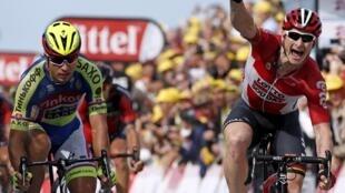 André Greipel, ciclista germânico da equipa Lotto Soudal, venceu a segunda etapa da Volta a França'2015.